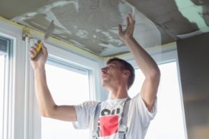 this image shows a worker in los angeles popcorn ceiling removal